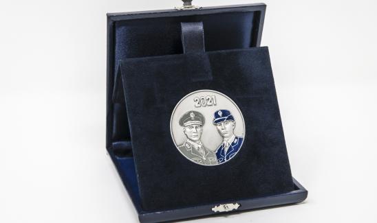 La medaglia commemorativa per i 40 anni dalla legge 121 del 1981