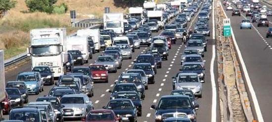 Autostrada con traffico intenso