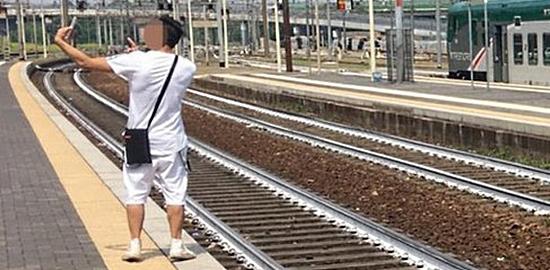 selfie pericoloso ferrovia
