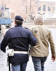 Falsi permessi di soggiorno 5 arresti a bergamo for Questura di bergamo permessi di soggiorno pronti