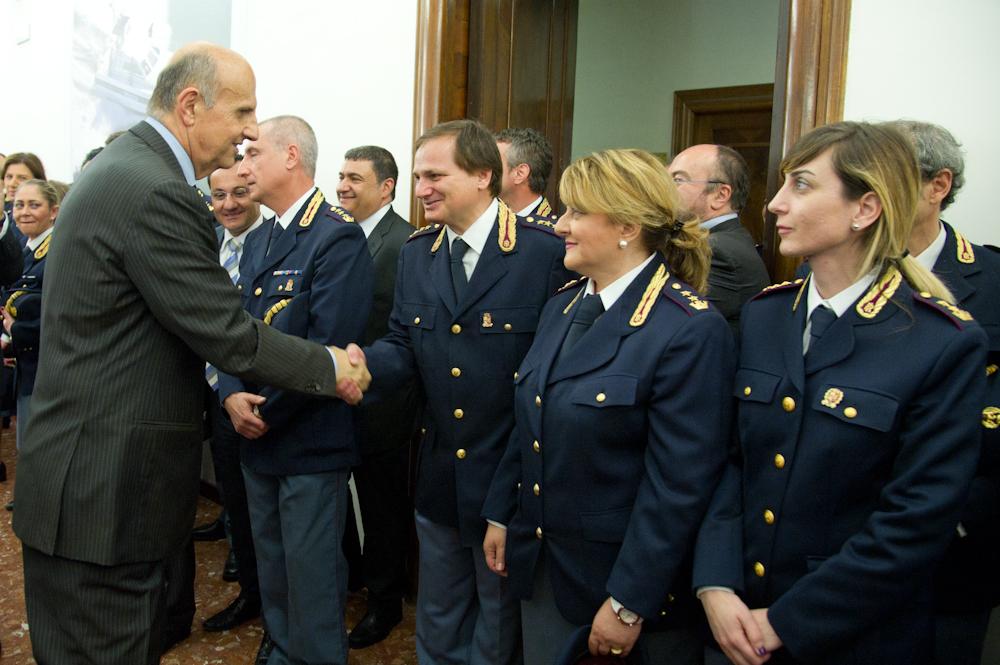 Il prefetto alessandro pansa visita la questura di roma for Questura di polizia