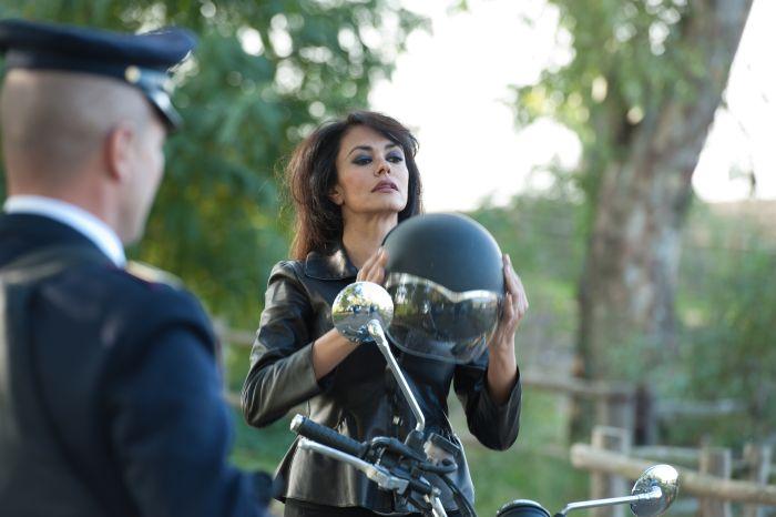 Maria Grazia Cucinotta Calendario.Calendario Della Polizia 2012 Il Backstage Del Mese Di